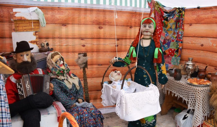 Костромская губернская ярмарка угостила пирогами, рыбой, клюквой игусем